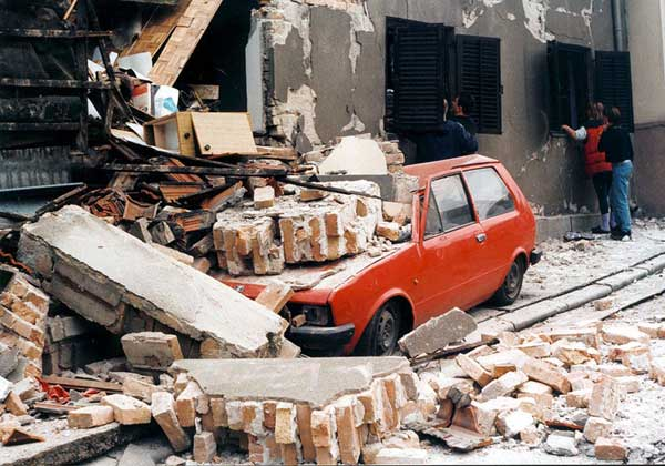 A street in Belgrade destroyed by NATO bombs_1999