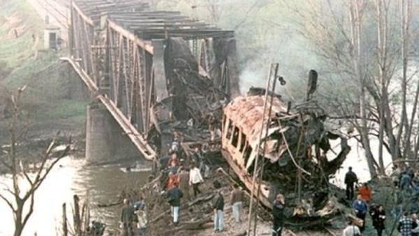 Bombardování Jugoslávie_zasažený civilní vlak na trati mezi Bělehradem a Skopje